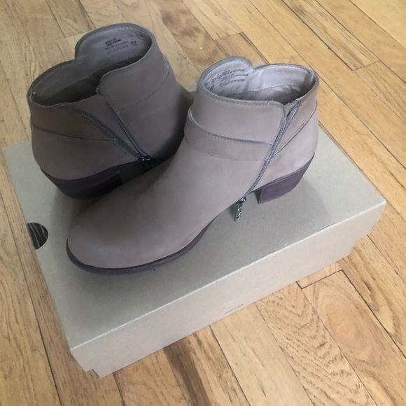 7c0035940c0 Pre-owned Ugg Bellamy Ankle Boots Size 6.5 Beige